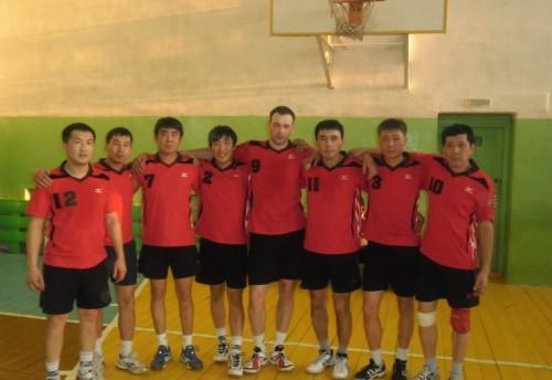 В Красном Чикое состоялся первый межрегиональный турнир среди мужских команд по волейболу